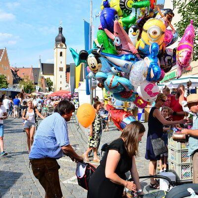 Bild vergrößern: Bürgerfest für Groß und Klein
