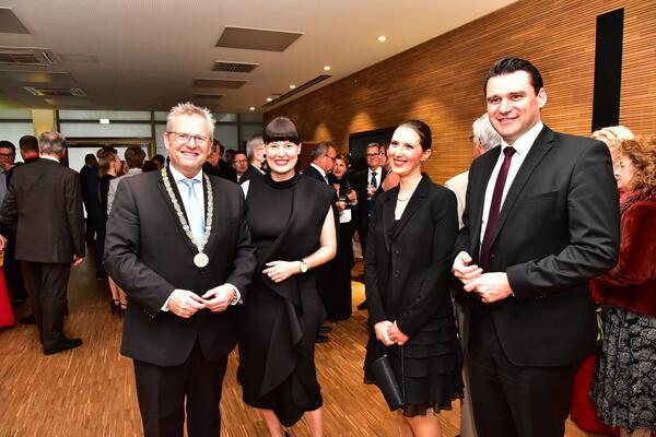 Bild vergrößern: Oberbürgermeister Andreas Feller empfing 2019 zusammen mit seiner Frau Susanne auch Landrat Thomas Ebeling mit Gattin Sina Just