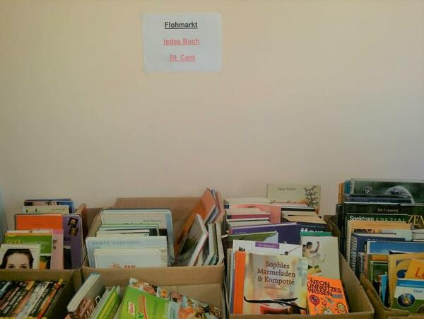 Bild vergrößern: Bücherflohmarkt