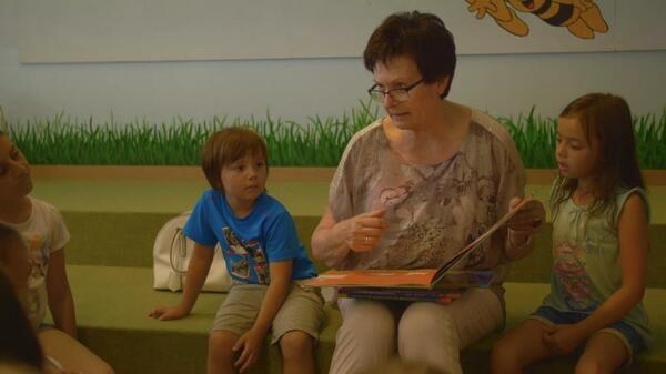 Bild vergrößern: Vorlesestunde für Kinder mit Sieglinde Ziegler