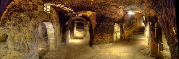 Bild vergrößern: Felsenkeller-Labyrinth-Verzweigung